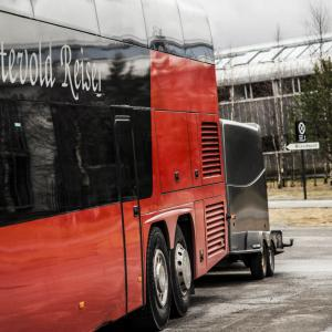 Bussen med tilhenger